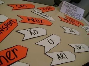 Monta-palavra. Cada peça tem um morfema. Combine os morfemas e forme as palavras!